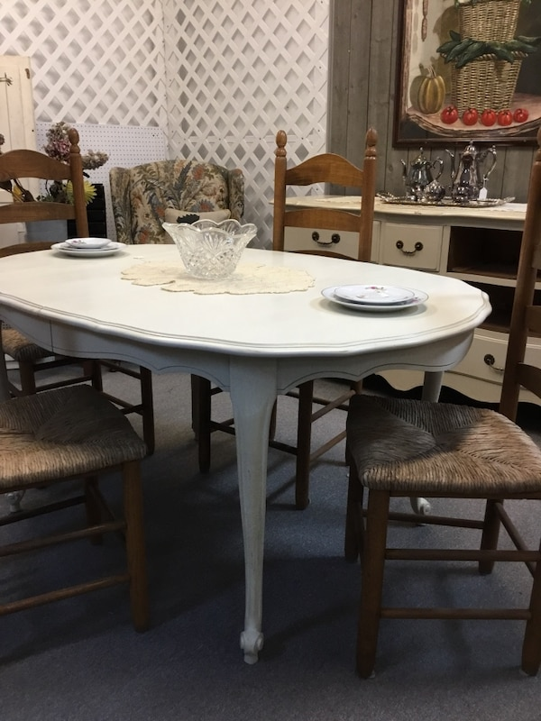 Shabby Chic French Provincial Antique White & Gently Distressed Dining or  Kitchen Table. Has 4 Leaves! Perfect For A Small Family And Large Dinner ...