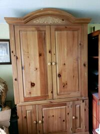 TV cabinet, real wood and nice, holds s 40 inches  Moline, 61265