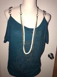 Woman's teal green off the shoulder sleeves, size large Los Angeles, 91331