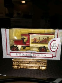 VINTAGE DIE CAST 1925 DELIVERY TRUCK NEW IN BOX