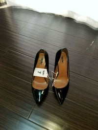 pair of black leather pointed-toe flats Clinton, 20735