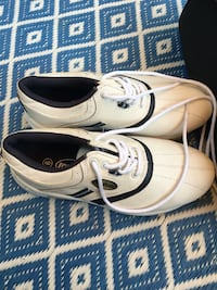 Women's size 6 golf shoes - worn twice only