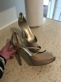 Size 9 Guess shoes Pullman, 99163