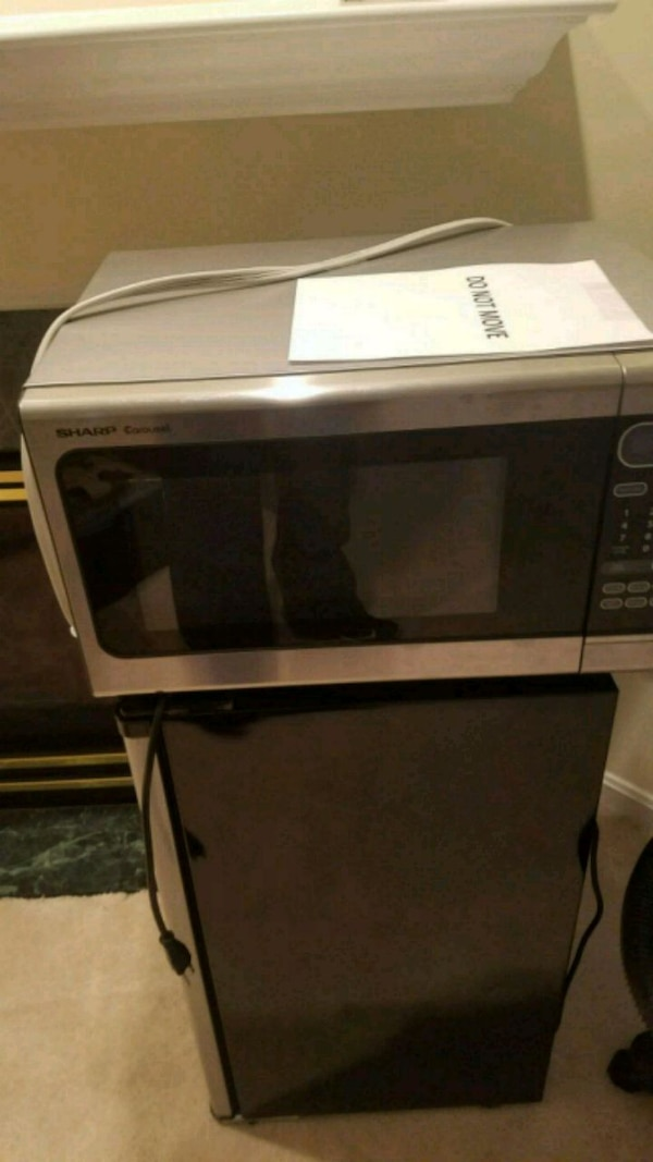 black and gray microwave oven