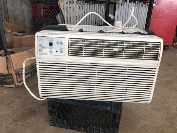 AC unit Frigidaire runs strong