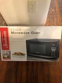 Sunbeam 0.7 cu ft. microwave Oxon Hill