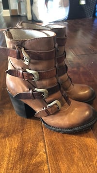 Free Bird Pair of brown leather boots Smyrna, 37167