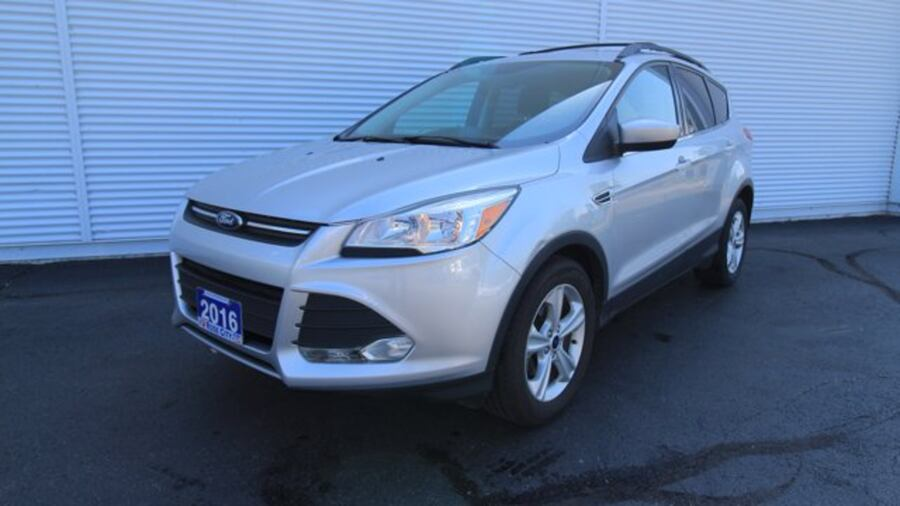 2016 Ford Escape SE / BACK UP CAM & SENSORS / HEATED SEATS  / NAVIG cebf9710-f00a-4ccc-b046-8856a0d65431