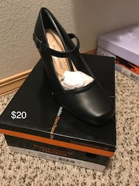 Pair of black leather loafers with box Newberg, 97132