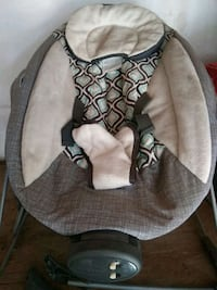 baby's gray and white bouncer Stockton, 95215