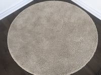 Like new cream/beige accent rug Ottawa