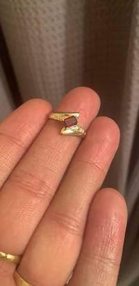 10k gold ring with garnet
