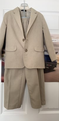Suit brand name Nautica size 7 for boys in excellent used condition Mississauga, L5M 6S3