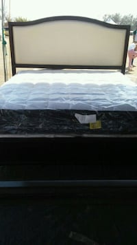 Cal king bed with matrees new Bakersfield, 93308