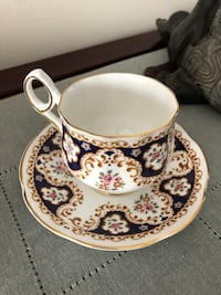 Two beautiful vintage tea cops with saucers no chips no cracks  775 km