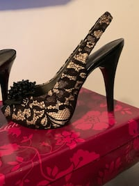 Size 10 lace heels Brentwood, 11717