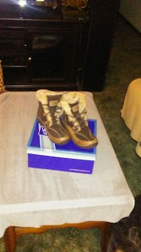 Women's Bare Trap's Winter Boot's Size 8 Like New  Defiance, 43512