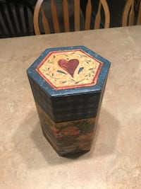 Decorative Primitive Country  Candle Box Hanover, 17331