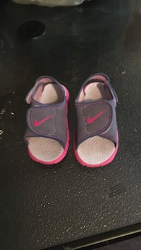 Toddlers sandals size 8c