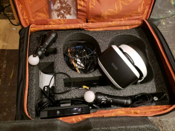 Ps4 set with VR glasses. 20a1fcde-3db3-4bd2-9882-e505e9bc91af