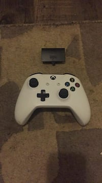 Xbox wireless controller and rechargeable pack  Surrey, V3T 4B8