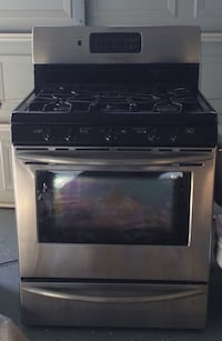 Frigidaire stove and oven with storage compartment Chesterfield, 48047