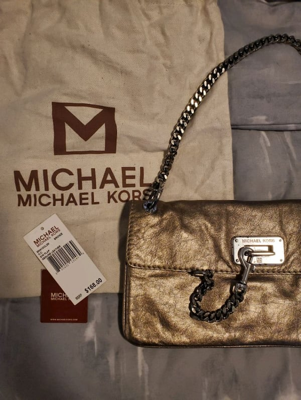 Michael Kors gold purse  673fe495-ac00-4be8-bd85-1ea625ba0108