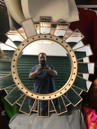 Glass mirror for living room. Suitland, 20746