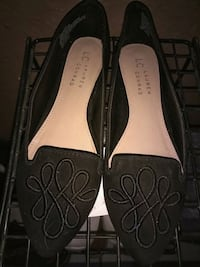 pair of black-and-brown LC Lauren Conrad leather flat shoes El Paso, 79938