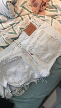 levis shorts makes but look really nice size 28 Toronto, M8V