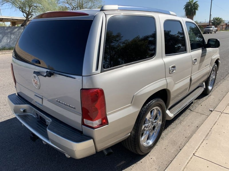 2005 CADILLAC ESCALADE LUXURY 3