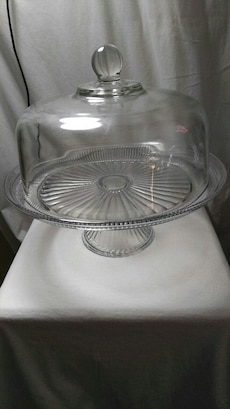 clear glass cake dish with lid