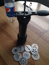 STAINLESS STEEL COOKIE PRESS WITH SEVERAL DIFFERENT DESIGN DISCS 3532 km