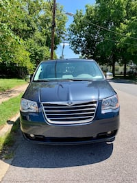 Chrysler - Town and Country - 2008 Adelphi