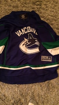 Canucks jersey youth l/xl Kelowna, V1Y 6V5