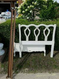 White with gold accent single bed frame Toronto, M3J 3G7