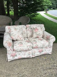 white and pink floral fabric loveseat Reston, 20194