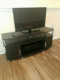 """32"""" Samsung flat screen tv with tv stand included. Glen Burnie, 21061"""