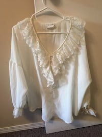 Medium white top fits large Calgary, T2N 4K3