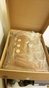 Brand new in box UGG size 9 Vancouver, V7Y 1G5
