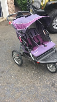Baby's black and pink jogging stroller Millstone Township, 08535
