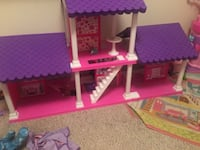 pink and purple plastic dollhouse Minor Hill, 38460