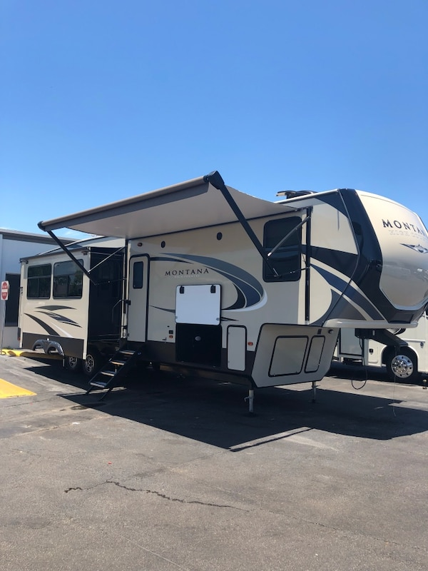 2019 Montana 365 bunkhouse camper fifth wheel 0