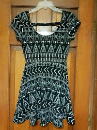 black and white scoop-neck cap-sleeved dress 699 mi
