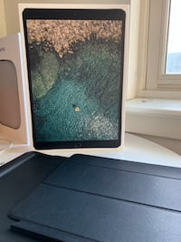 """iPad Pro 10.5"""" 256GB w/ sleeve, cover, and remaining warranty Wilmington, 19801"""