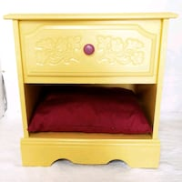 Yellow and wine dog bed Tampa, 33635