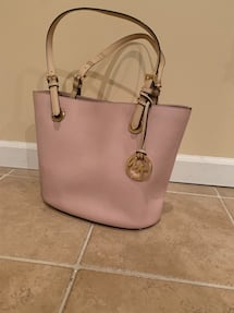 Michael kors purse Light pink Only used once