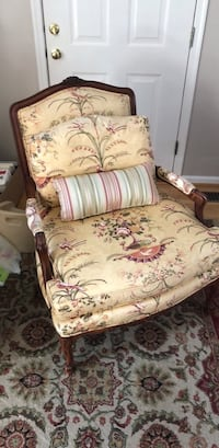 Formal living room chair Frederick, 21701