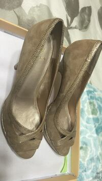 women's pair of gray suede pumps San Leandro, 94578