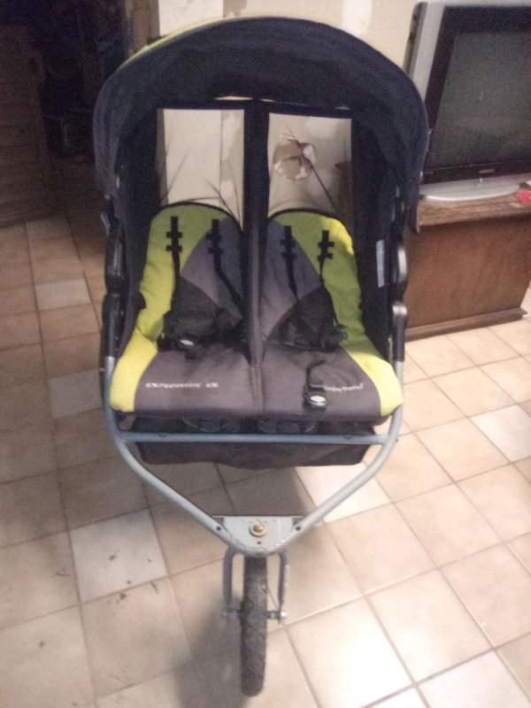 Double Stroller / baby gate/ highchairs  03a719c0-4f3f-4341-bfe0-a52f96278fe6